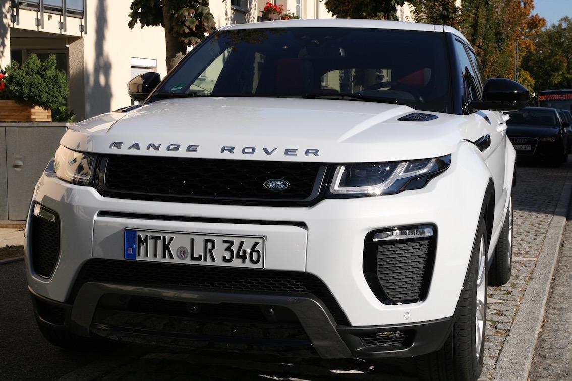Range Rover Evoque 2016 weiss parkend vorne