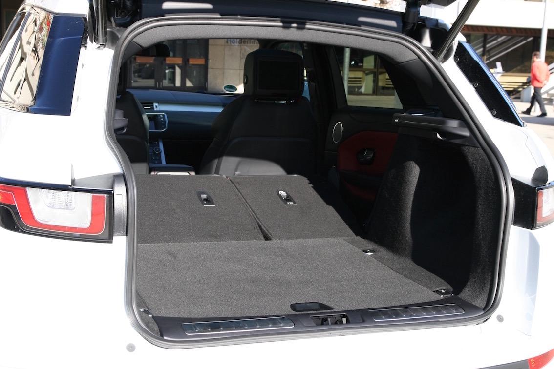 Range Rover Evoque 2016 weiss umgelegte Rücksitzbank
