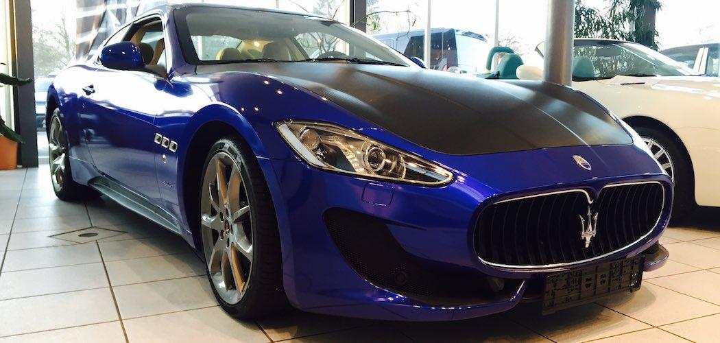 Maserati Ghibli Diesel in schwarz mit blauer FolierungMaserati Ghibli Diesel in schwarz mit blauer Folierung
