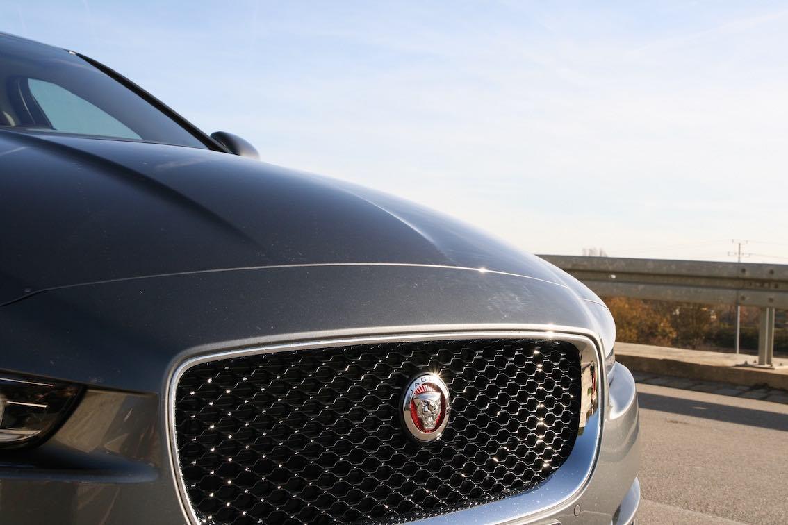 Jaguar XE 2015 Motorhaube