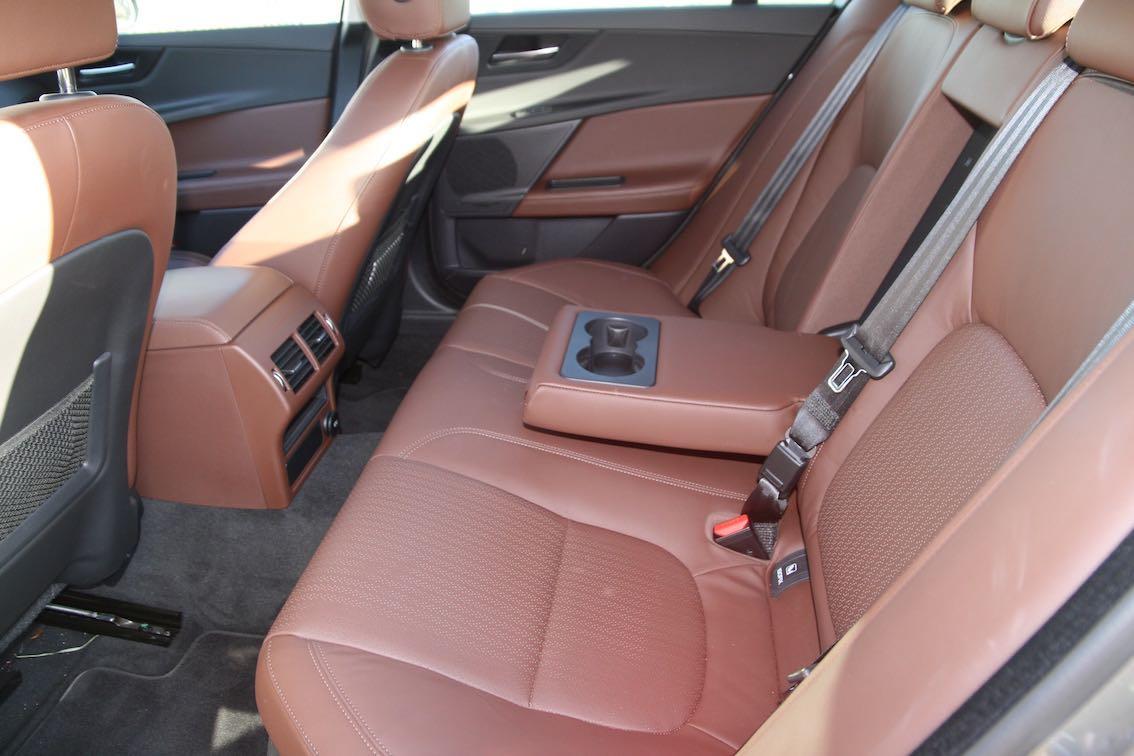 Jaguar XE Leder braun Innenausstattung