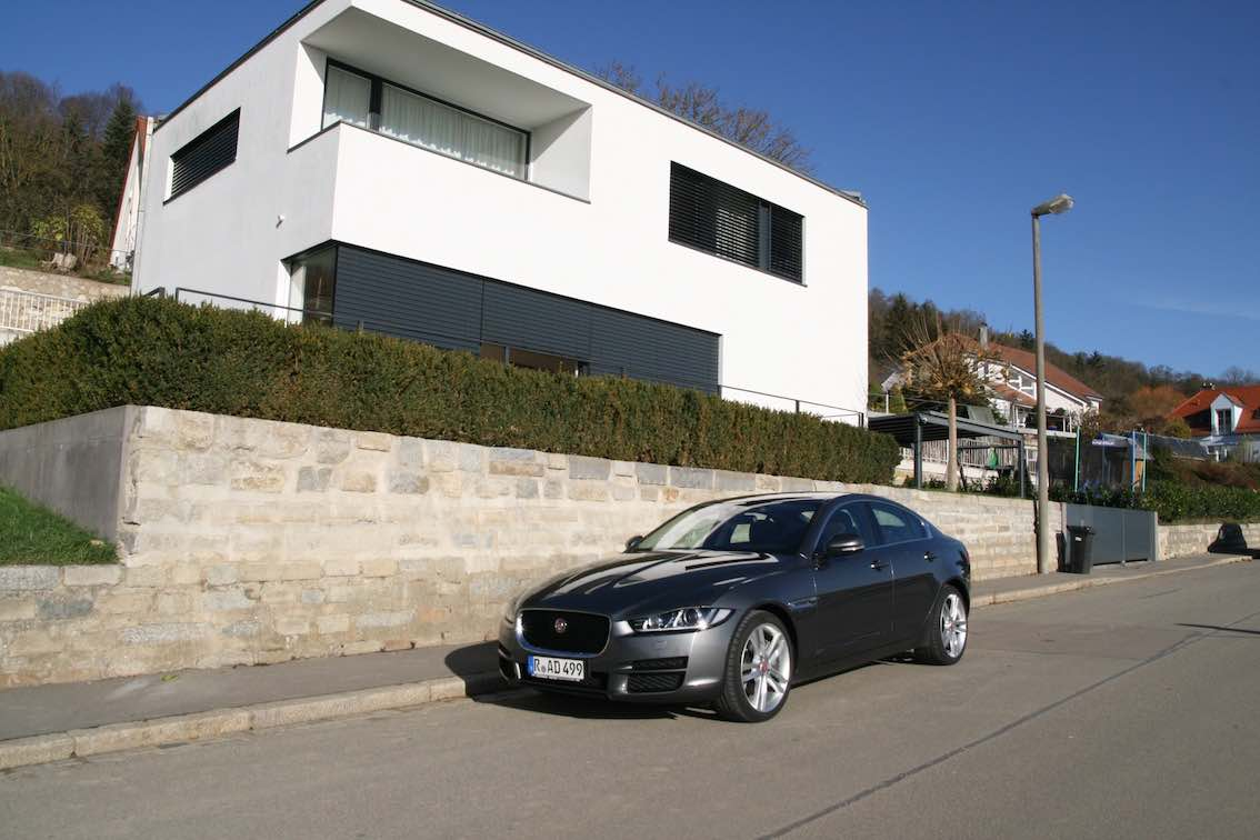 test des neuen jaguar xe was kann der jaguar xe besser. Black Bedroom Furniture Sets. Home Design Ideas