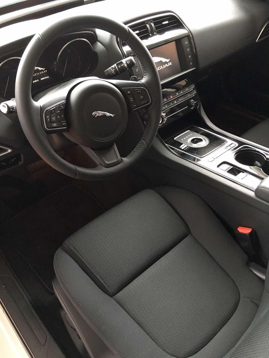 Jaguar XE Lenkrad