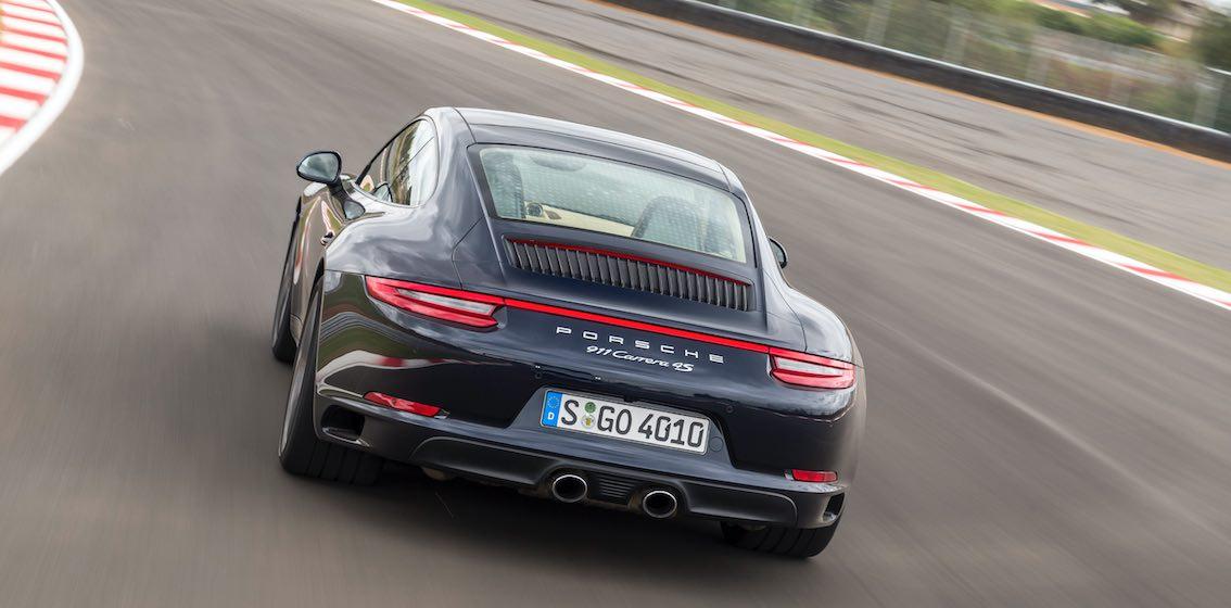 Porsche 911 Carrera 4 S blau hinten