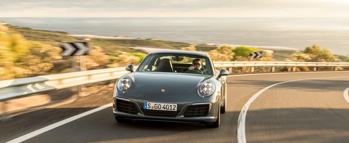 Porsche 911 Carrera 4S vorne grau