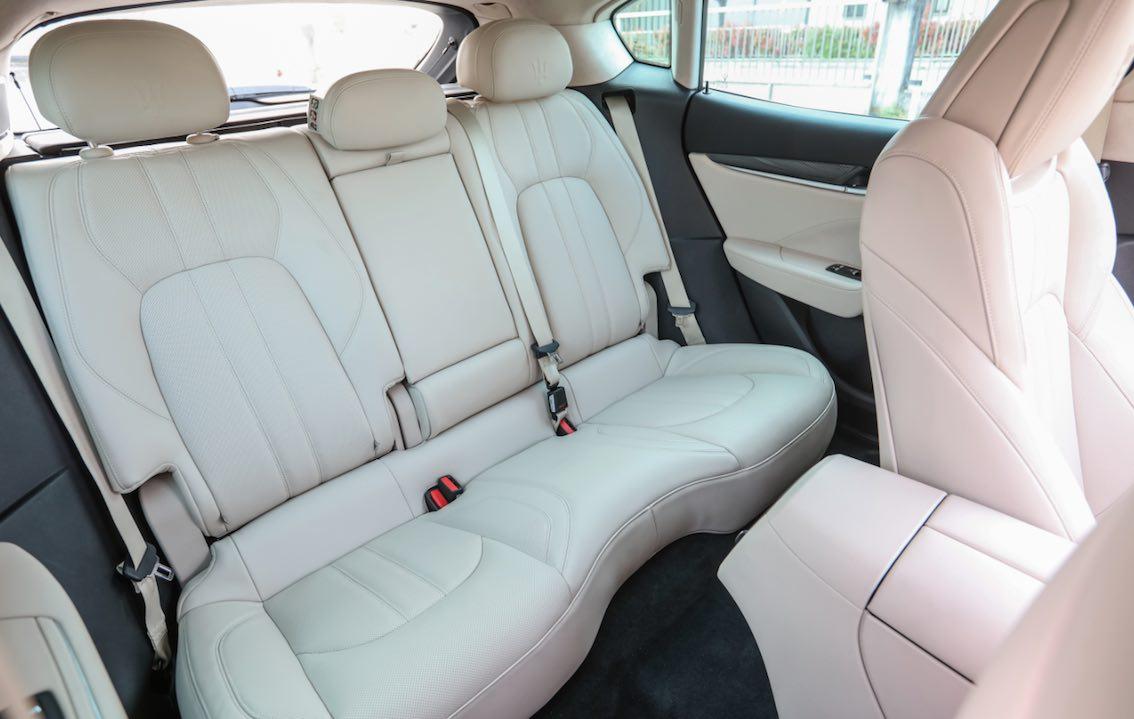 Maserati Levante Leder weiß Rücksitze