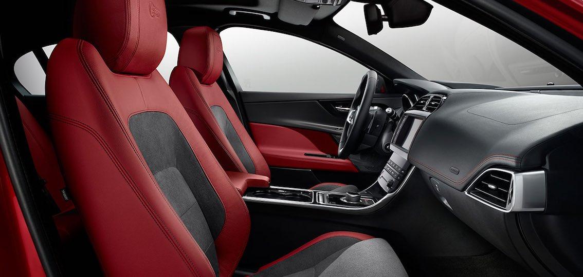 Innenausstattung Jaguar XE schwarz rot