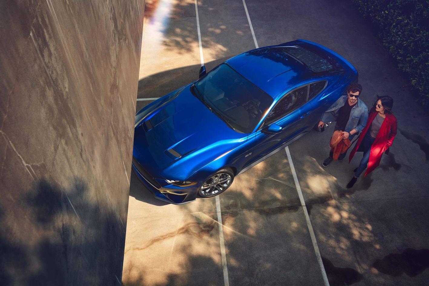 Ford Mustang 2018 blau oben