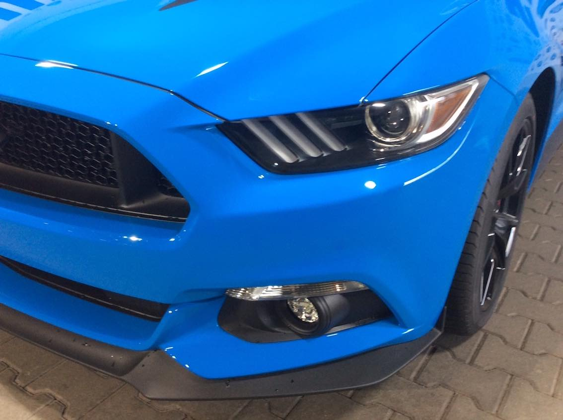 Ford Mustang Black Shadow Atoll Blau