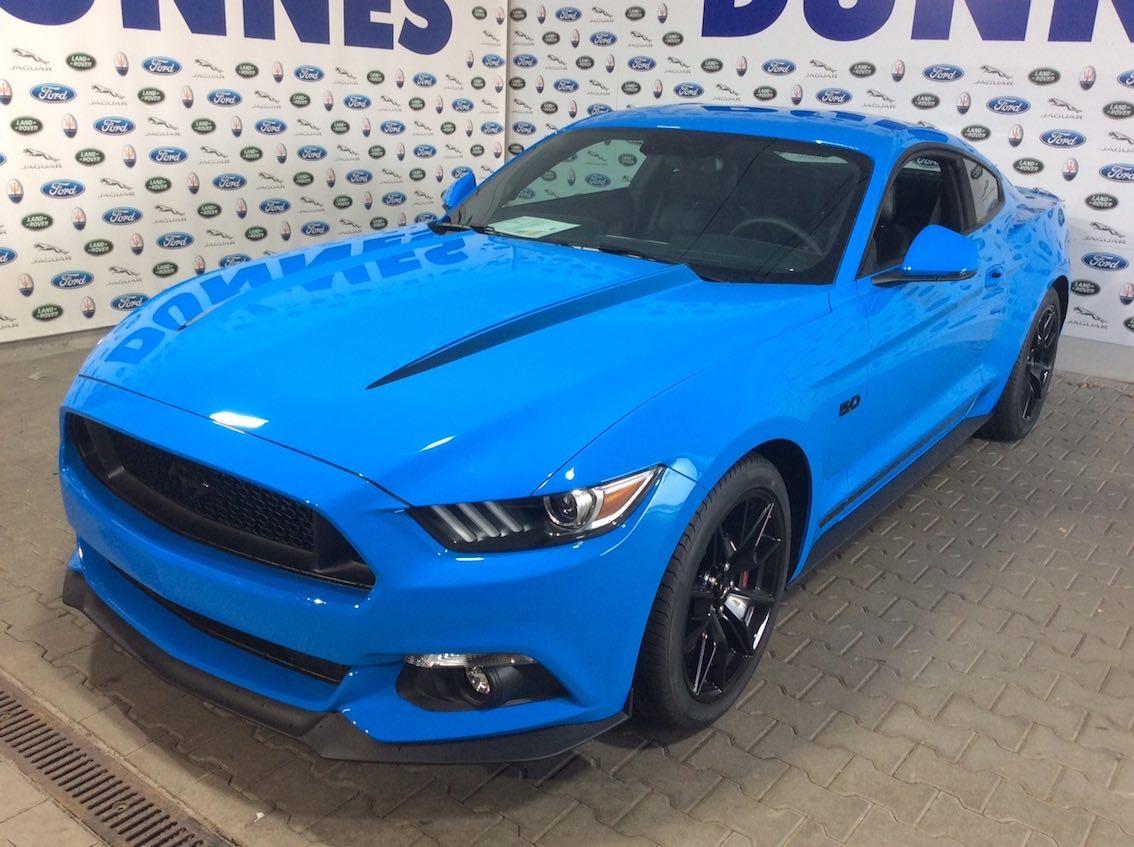 Ford Mustang Black Shadow Blau