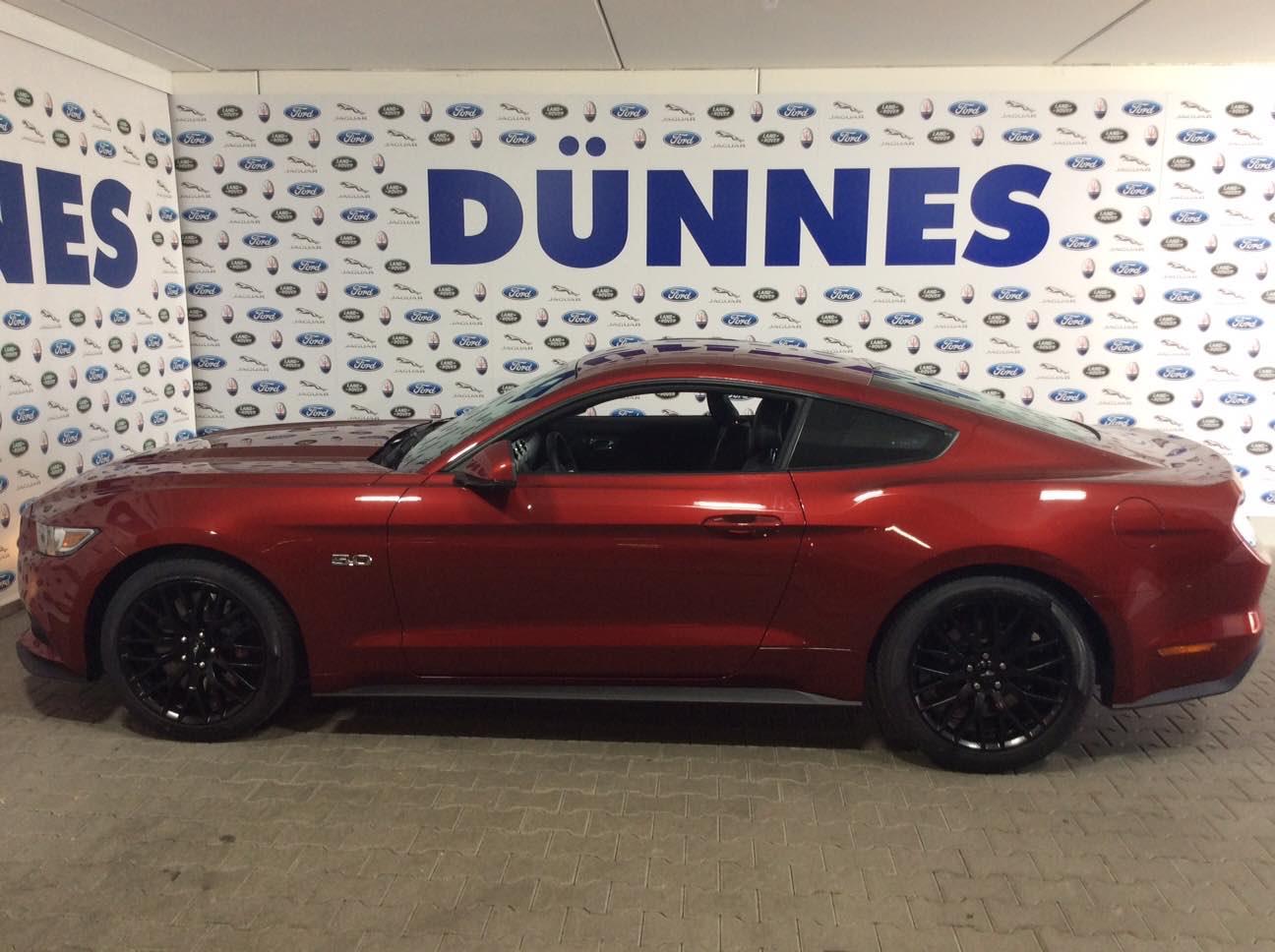 Ford Mustang Fastback 5.0 Liter schwarze Felgen 1