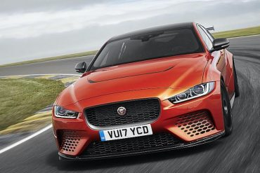 Jaguar XE SV Project 8 von vorne orange
