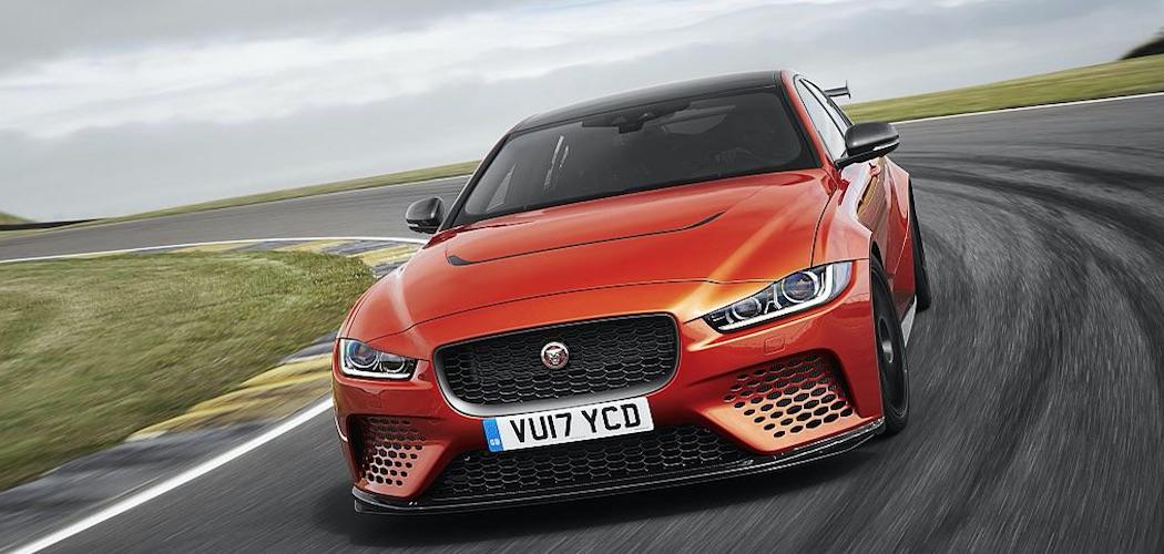 Jaguar XE SV Project 8 von vorne orange
