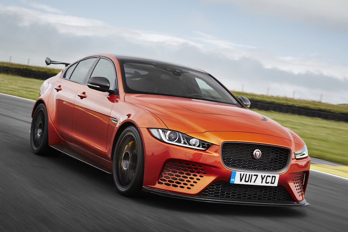 Jaguar XE Project 8 orange vorne