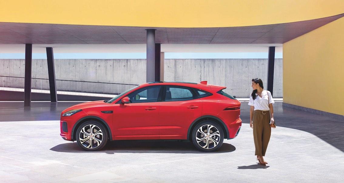 Jaguar E-Pace rot seitlich