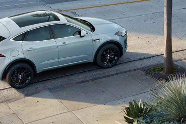 Jaguar E-Pace weiss hinten