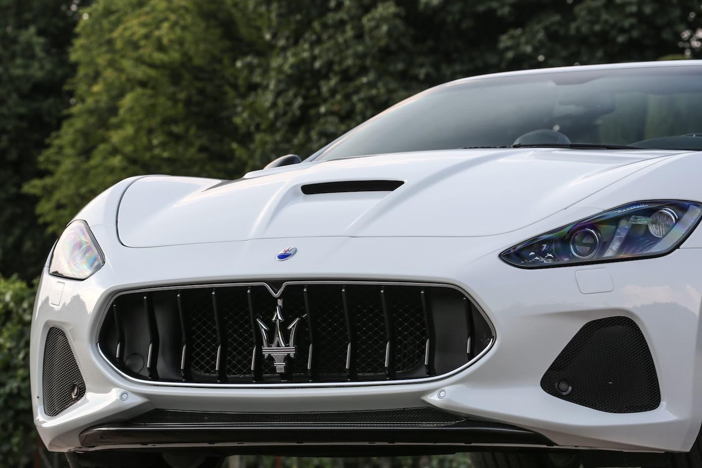 Maserati GranCabrio MC 2018 weiß Kühlergrill