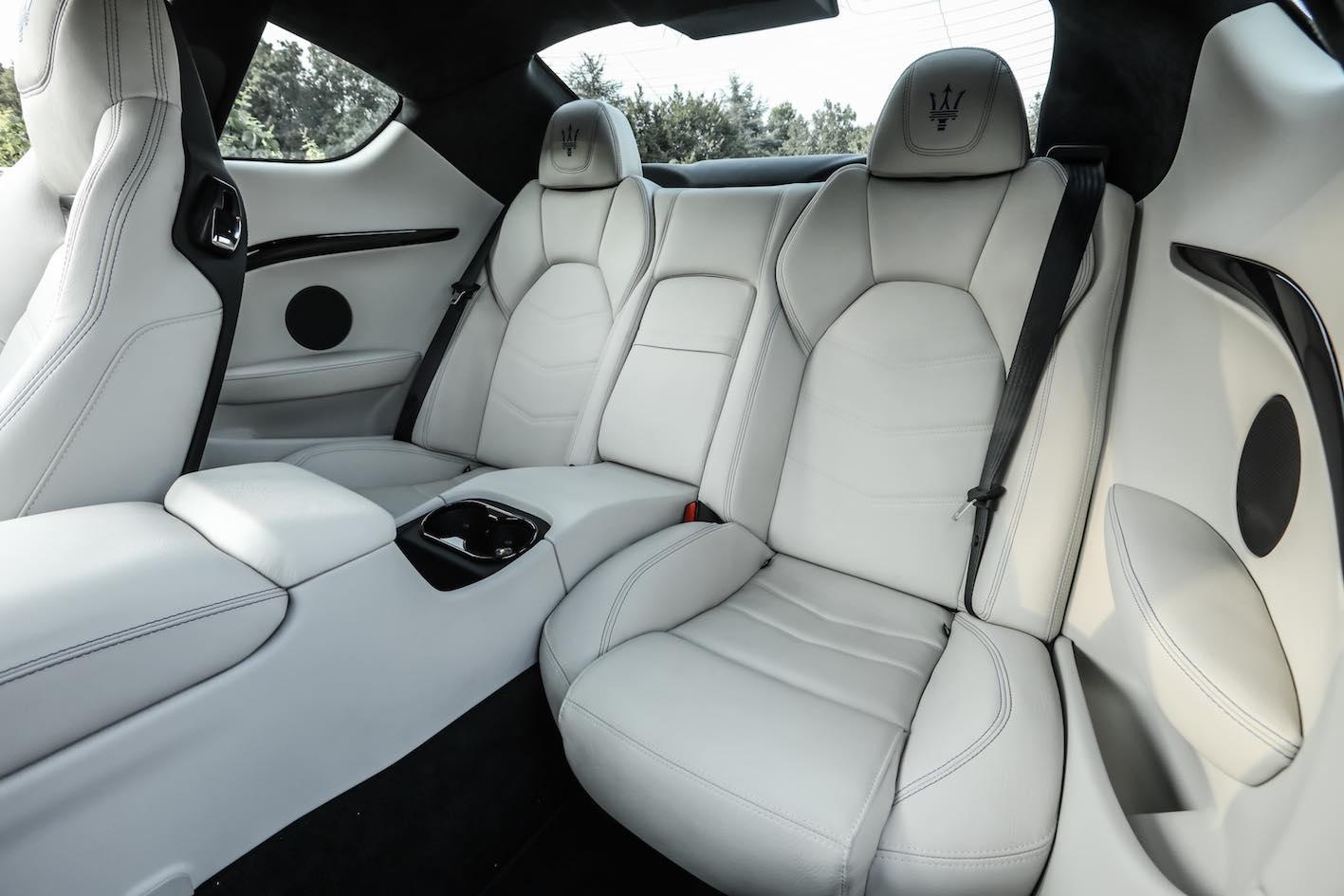 Maserati GranTurismo 2018 Sitzbank hinten weiß