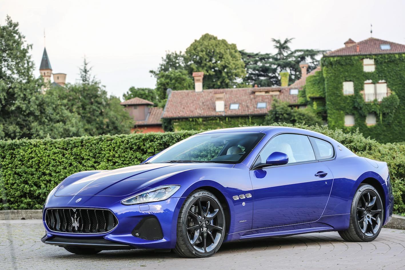 Maserati GranTurismo 2018 blau front