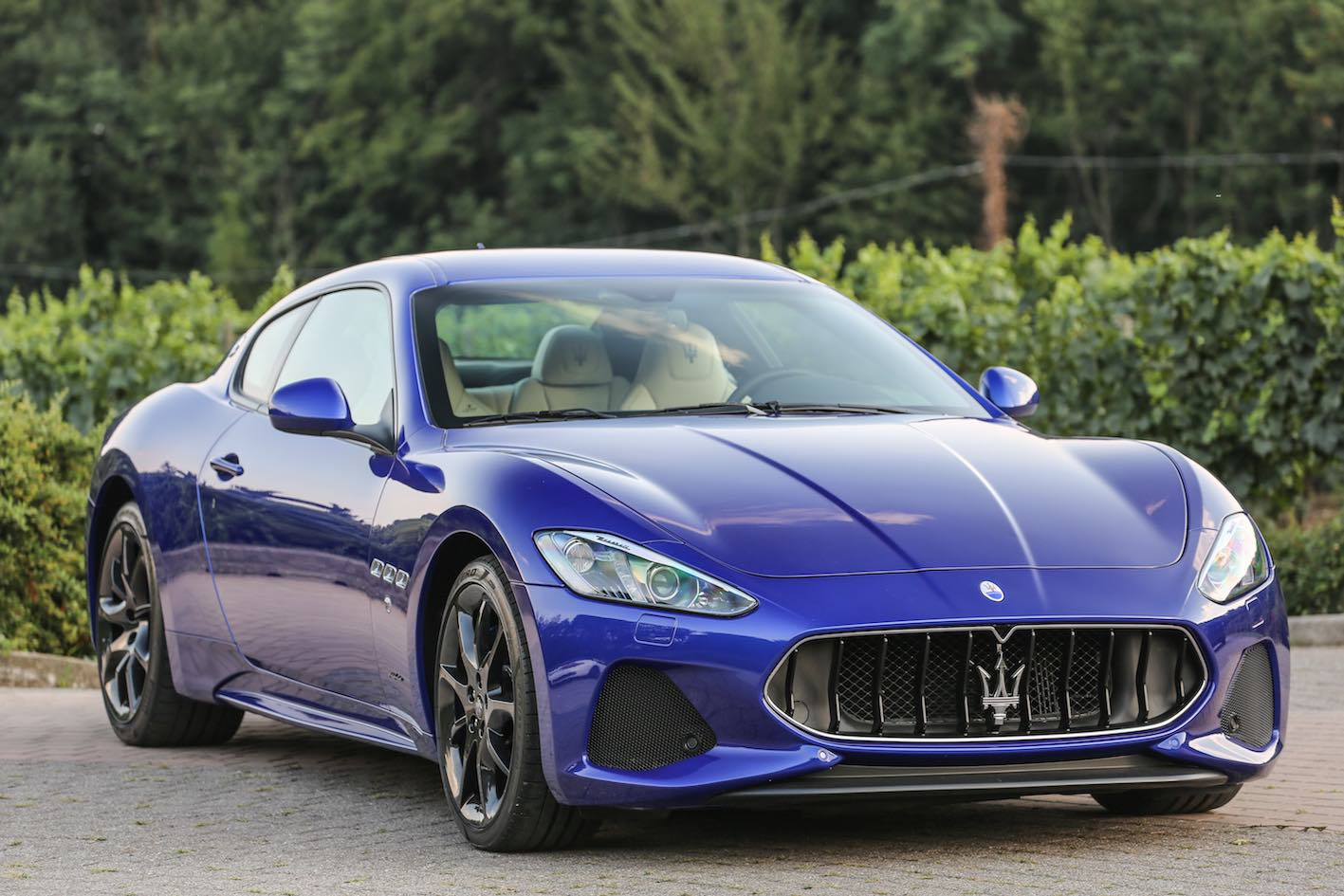 Maserati GranTurismo 2018 blau vorne