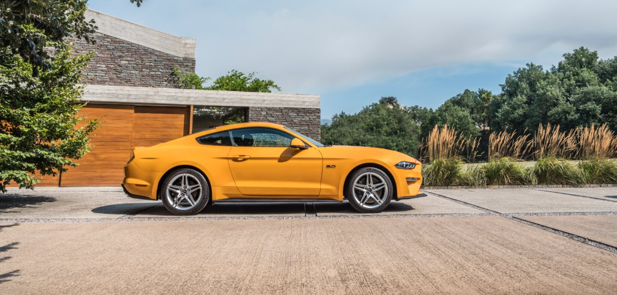 Ford Mustang 2018 Seite Gelb