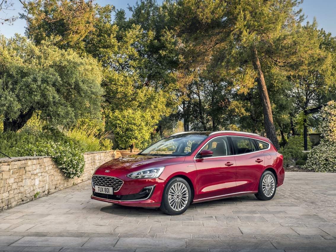 Ford Focus 2019 Vignale Rot von vorne mit Alufelgen