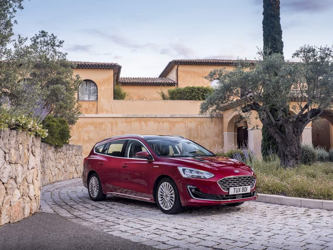 Ford Focus Vignale 2019 Kombi Rot seitlich