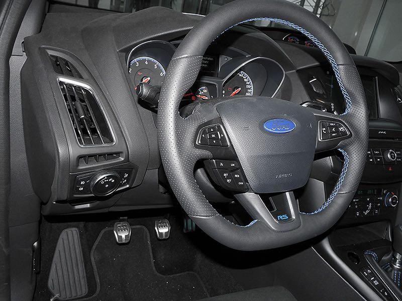 Ford Focus RS 2018 Lenkrad mit blauem Keder