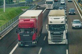 2 LKW auf Autobahn