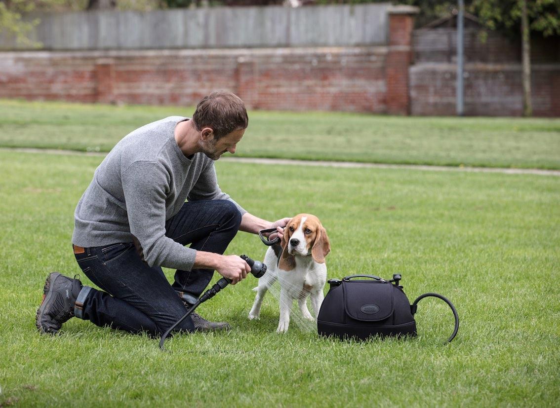 Land Rover mobiles Spritzset zum Reinigen von Hunde