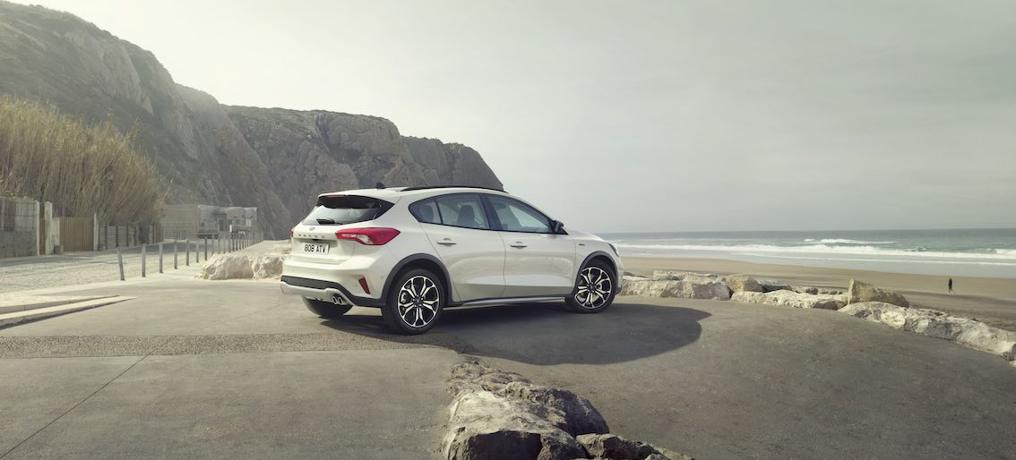 Ford Focus Active 2019 Stehend am Strand