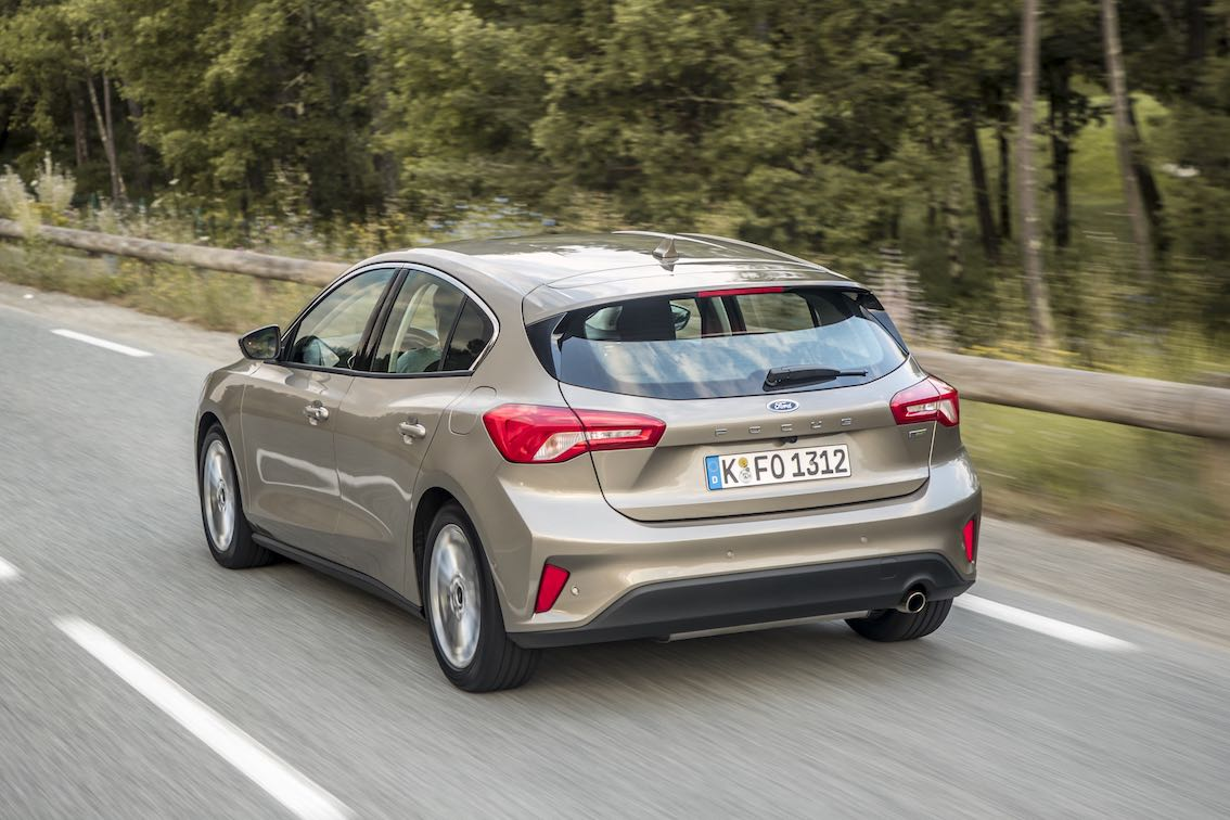 Ford Focus Titanium 2019 fahrend Heck Grau Silber