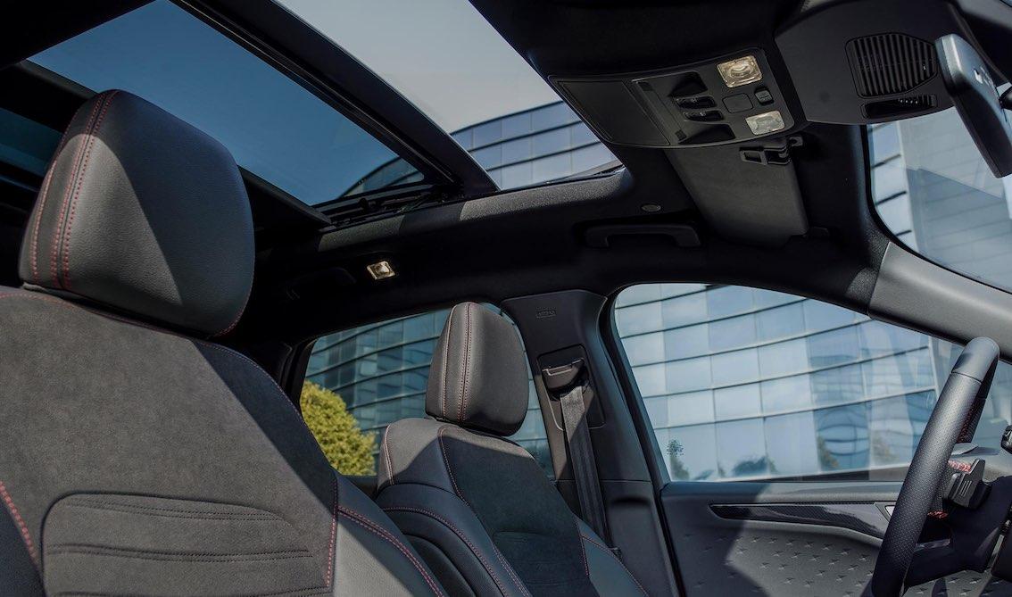 Ford Kuga 2020 Glasschiebedach und Alcantara Ausstattung