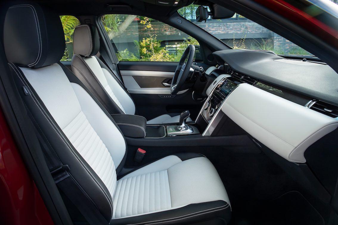 Land Rover Discovery Sport 2020 schwarz weiße Innenausstattung
