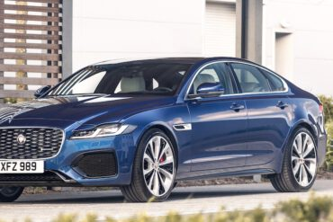 Jaguar XF 2021 in Blau
