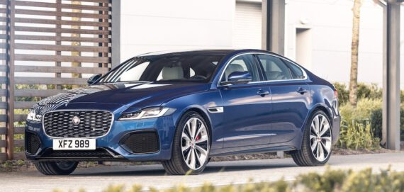 Jaguar XF 2021 in Blau