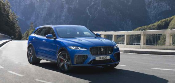 Jaguar F-Pace SVR 2021 in Blau