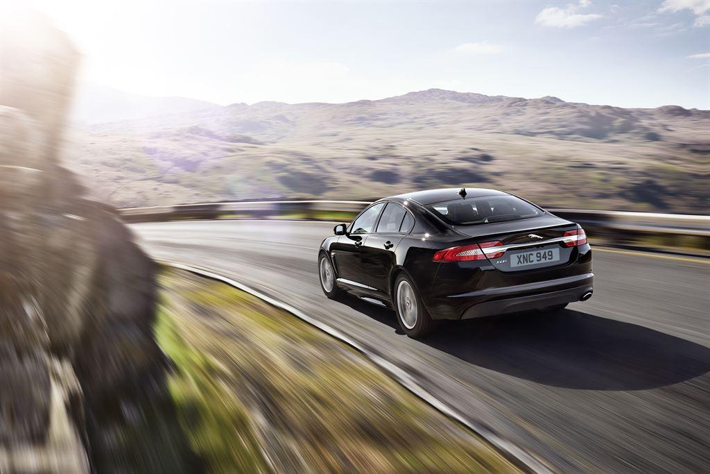 Jaguar XF hinten