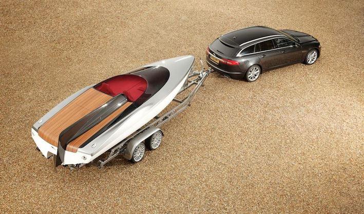 Jaguar XF mit Boot