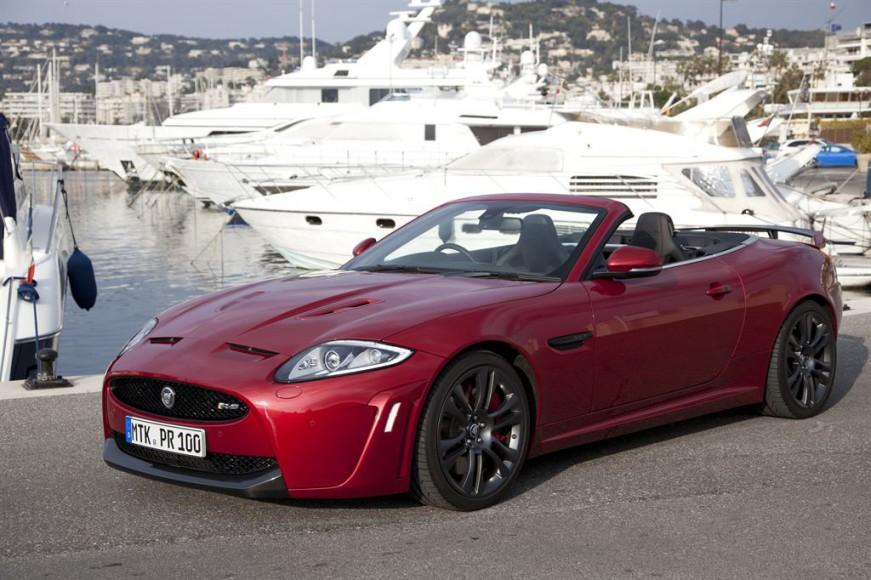 Jaguar XKR Cabrio vor Schiff